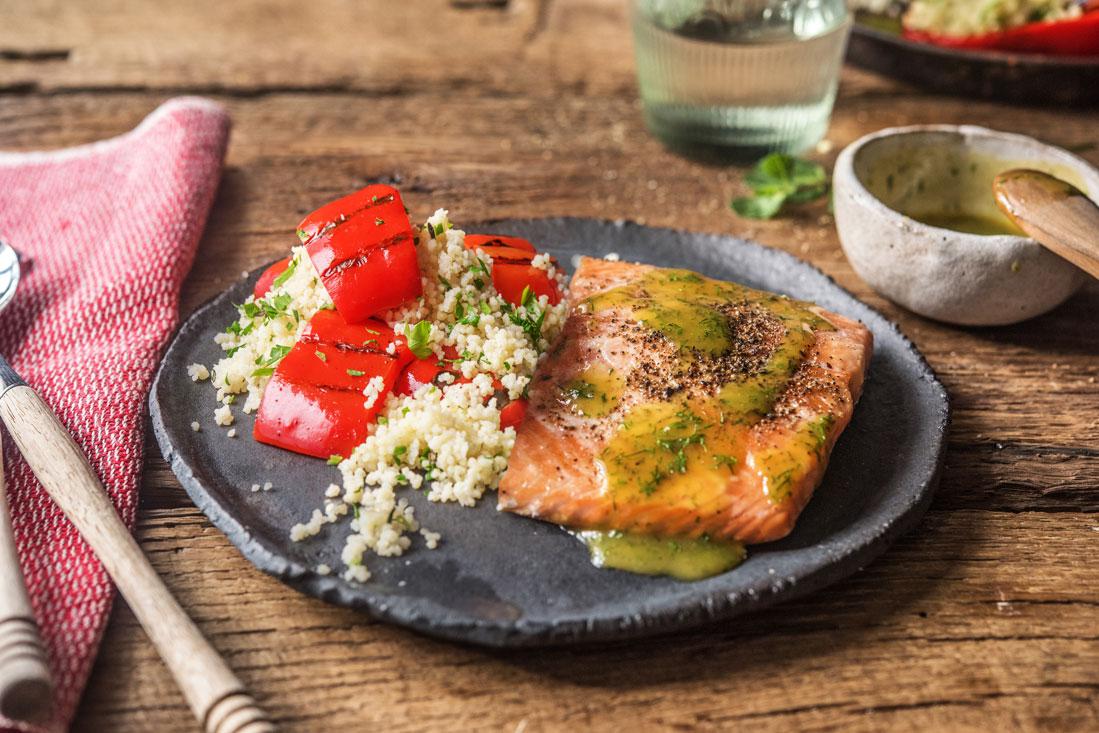 Räucherlachs und gegrillte Paprika mit Couscous