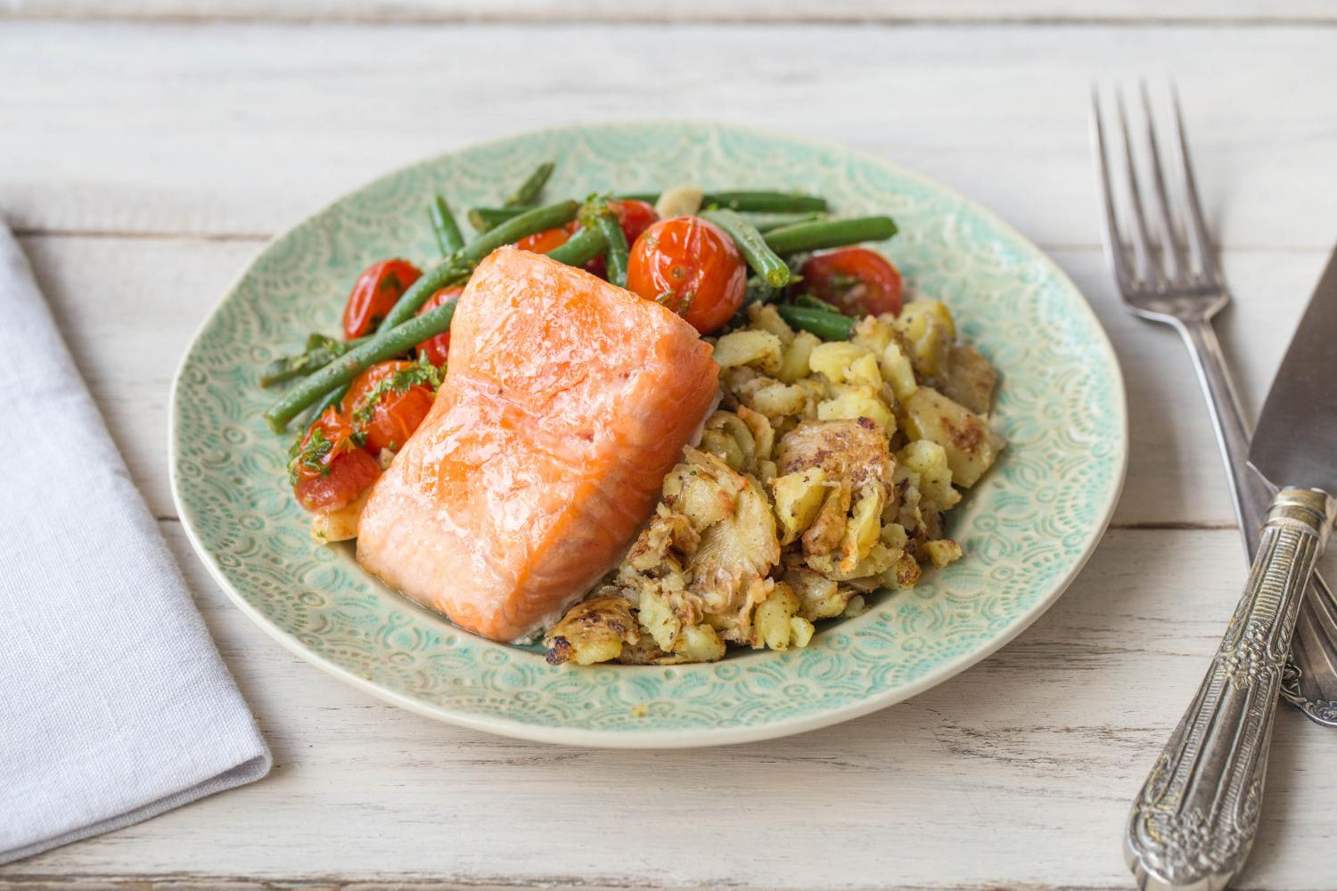 https://cdn.hellofresh.com/gb/cms/press/ROASTED_SALMON_WITH_BURST_CHERRY_TOMATOES_&_GREEN_BEANS