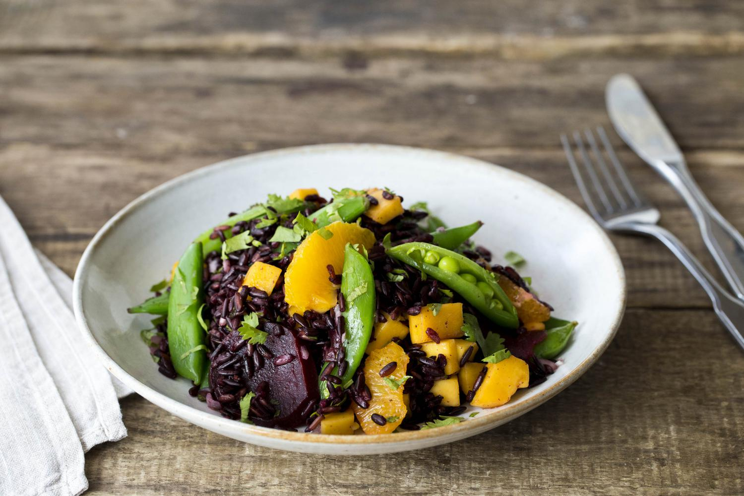 FORBIDDEN_RICE_SALAD_WITH_SUGAR_SNAP_PEAS,_BEETS_&_MANGO